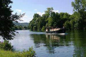 bateau bord de l'Yonne
